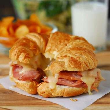 Cafe_Laurens_Lena_MNU_Croissant