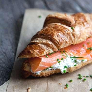Cafe_Laurens_Lena_MNU_Croissant_Salmon