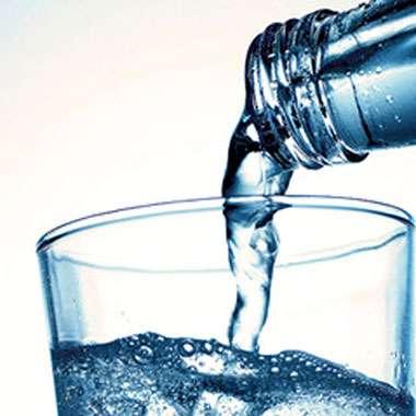 Cafe_Laurens_Lena_MNU_Mineralwasser